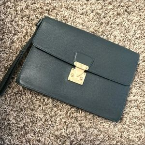 Louis Vuitton Taiga clutch/wristlet
